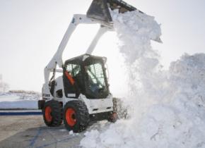 уборка снега бобкэтом
